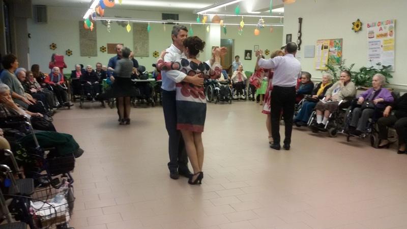Pomeriggio di danze con i ballerini del centro sociale Malpensa